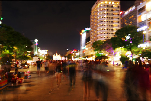 vietnam saïgon hochiminh scènederue streetview streetscene streetscape soir evening people light night avenue shake blur street rue fz1000 psp