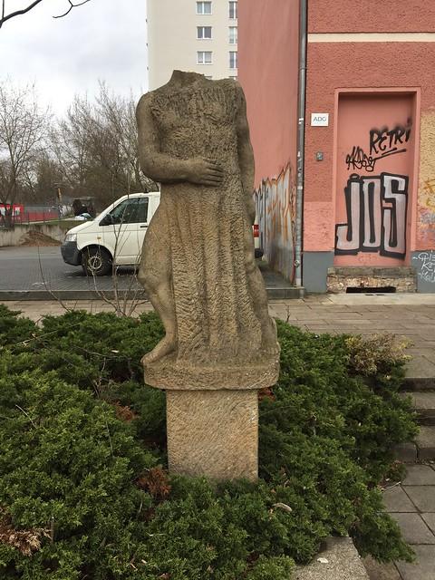 1982 Berlin-O. Hermes von Marguerite Blume-Cárdenas Sandstein Alt-Friedrichsfelde 106 in 10315 Friedrichsfelde