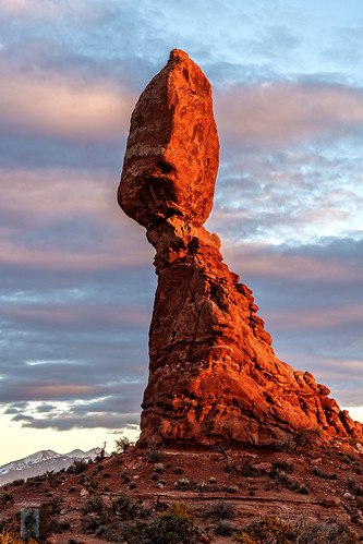 arches nationalpark utah moab rock balanced balancedrock redrocks rocks red sunset mountains snow sky wide angle photography panoramic vertical nature