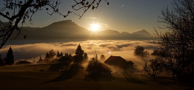 Mer de brouillard sur la vallée vue depuis Agy (Haute Savoie - France)