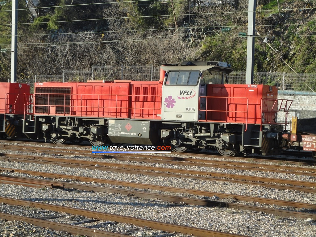 La locomotive BB 61743 VFLI en gare d'Aubagne-en-Provence