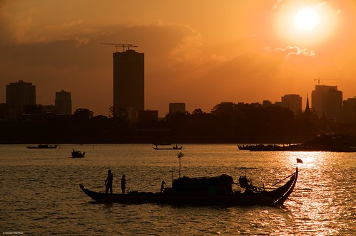 mekong river phnom penh cambodia sunset golden hour silhouette water cityscape sunny day sun sky redsky pentax pentaxkp pentax18135 pentaxlens pentaxart asia happy planet favorites