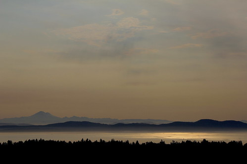 vancouverisland saanich observatoryhill forestfires smoke haze mountbaker washingtonstate reflection seascape landscape gulfislands view canon golden amber sky