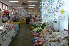 地元産農作物を豊富に取り揃える駅直結の売店「やまなみ」