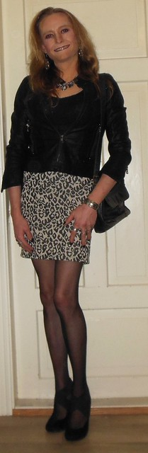 #smile #happygirl #feelingpretty #posing #leatherjacket #skirt #shortskirt #animalprint #animalprintskirt #animalprintclothing #purse #stockings #nylons #highheels #realscandinavianblonde #happytgirl #transisbeautiful #transvestite