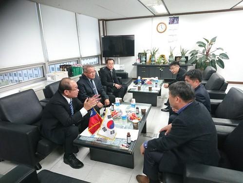 圖02. 本會代表團與韓國FKCU交流座談。