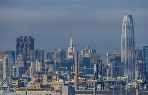 sanfrancisco city california nikon d810 color urban december 2018 boury pbo31 bayview hunterspoint over view salesforce skyline industrial rooftops blue transamerica construction cranes