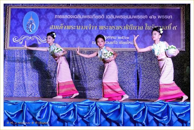 Thai dance performance 2 / 3