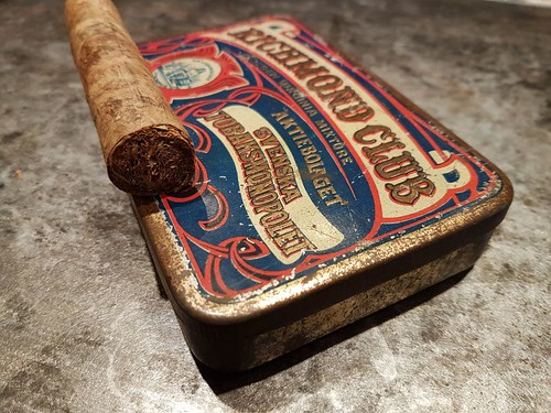 Homegrown and homerolled cigars   by Vanerpaddel