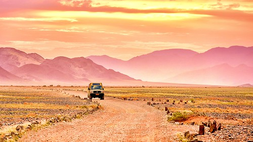 safari guides sossusvlei kulaladesertlodge sunset gravelroad road namibia africa desert mountains landscape landcruiser