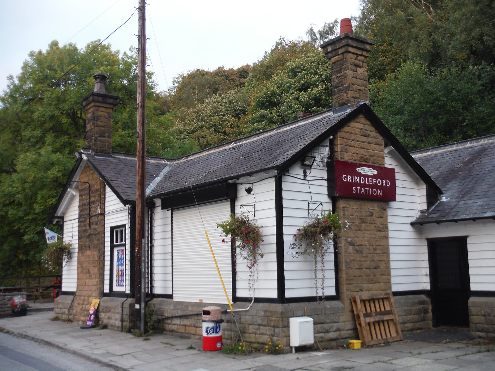 Grindleford Station Cafe SWC Walk 322 - Grindleford Circular (via Chatsworth House)