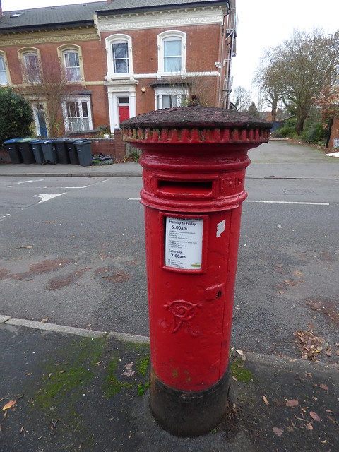 Trafalgar Road, Moseley - red post box - VR - B13 356