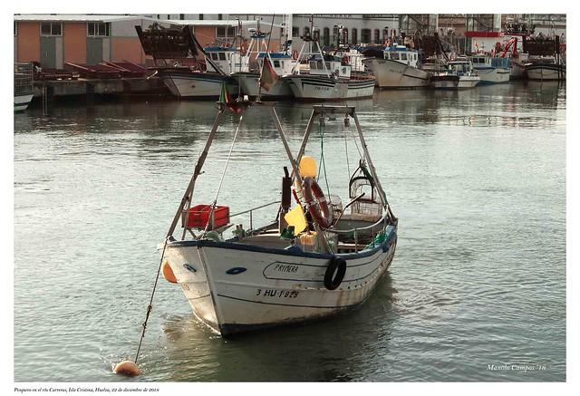 Pesquero en el río Carreras, Isla Cristina, Huelva