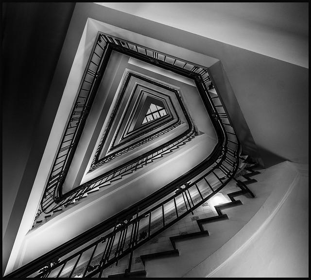 - Spitzen-Treppe -