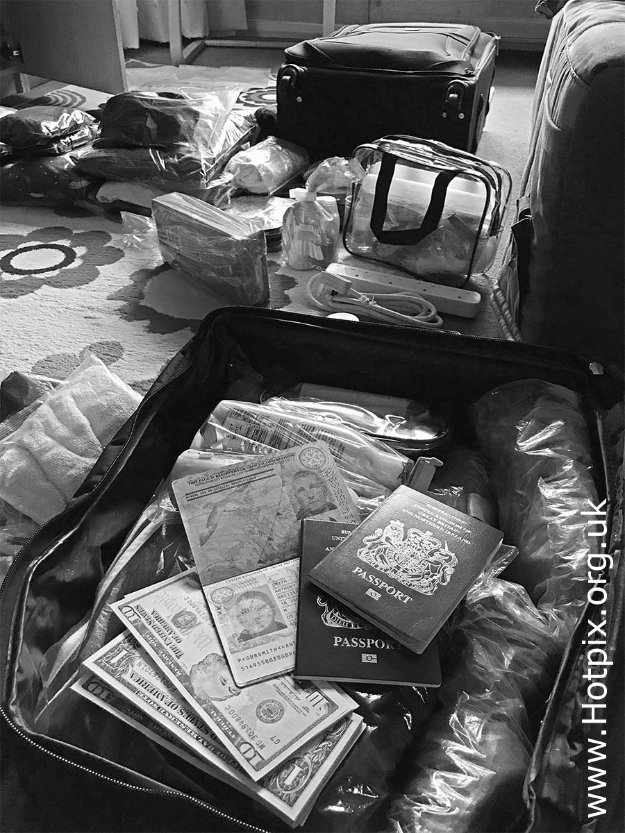 GoTonySmith,HotpixUK,Hotpix,Tony Smith,HousingITguy,365,Project365,2nd 365,HotpixUK365,Tone Smith,packing,bag,passport,travel