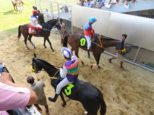 ロイヤルバンコクスポーツクラブで引き上げてくる騎手と馬