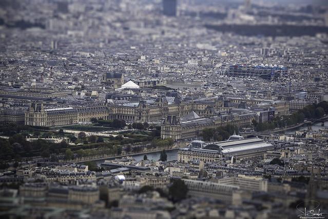 Musèe du Louvre - view from Tour Eiffel - La Seine - Paris - France