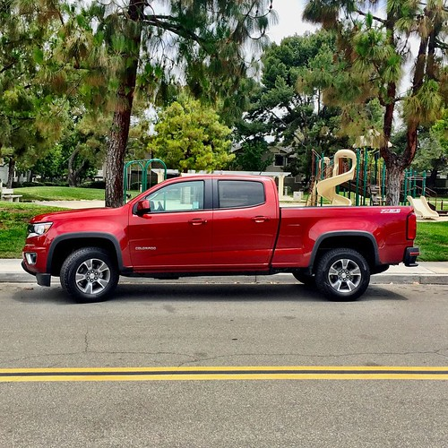 Mama got a brand new 2015 @chevrolet Colorado Z71 4x4 this week. Special ordered it in February...#newtruck #chevycolorado Photo