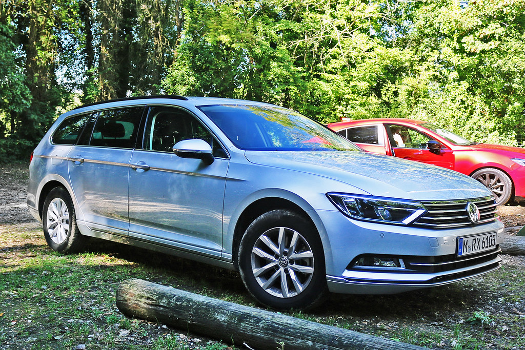 Volkswagen Passat Estate - M RX 6105 - Munich City, Bavaria, Germany
