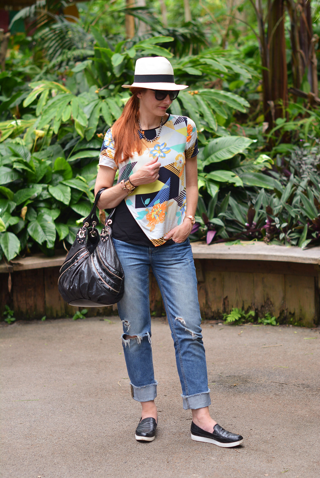 Summer style | Multi-coloured patterned top, distressed boyfriend jeans, Panama hat