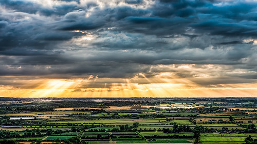 sunset clouds landscape stormy planes fields l rays beacon hertfordshire breaking ivinghoe pitstone chilternhills bej crepuscullar pitstoneplane