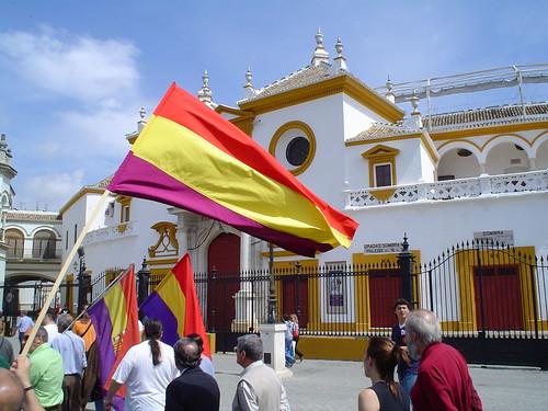 La Tricolor frente a la Maestranza