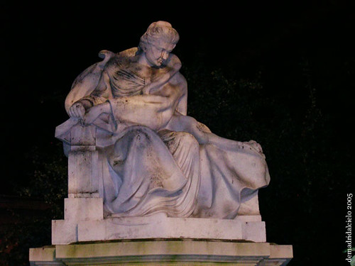 Estatua de Emilia Pardo Bazán, en Madrid