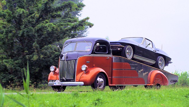 1946/1953 Ford AL-22    ( ex-fire engine ! ) & 1963 Chevrolet Corvette Stingray