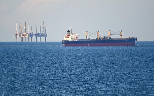 gulfofmexico water nikon texas gulf corpuschristi ships porta oil shipping tamron platforms portaransas gulfcoast mustangisland horwath tamronlens d700 tamron200mm500mmlens rayhorwath costalbend