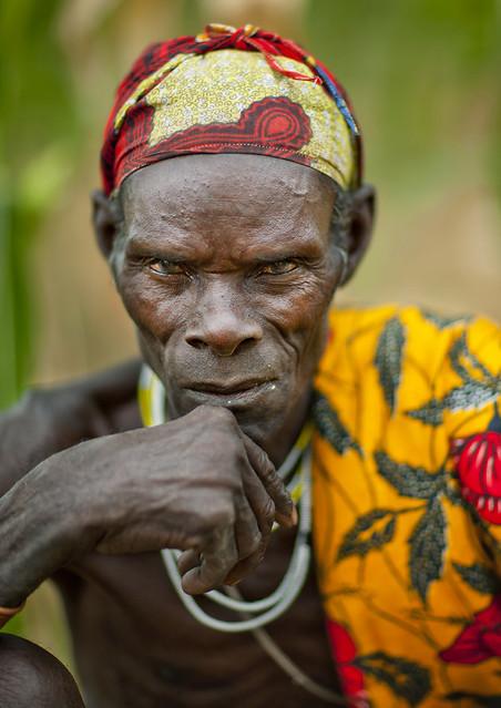 Old Mucubal chief - Angola