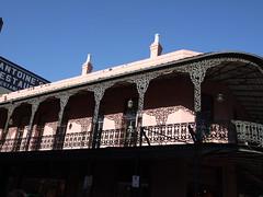 木, 2010-12-02 14:13 - 飾り用鉄細工 Decorated Ironwork Balconie and Gallery French Quarter, New Orleans