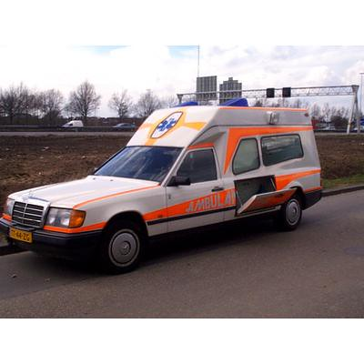 Mercedes-Benz W124 Visser ambulance | by regtur