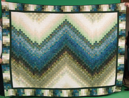I never got a shot of the bargello quilt, once it was finished. Asai was kind enough to bring it to Thanksgiving, so we could shoot a straight-on photograph.  The story of this quilt: domesticat.net/quilts/lights-over-lothlorien