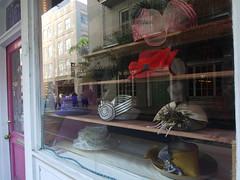 土, 2010-12-04 09:54 - 帽子屋さん French Quarter, New Orleans