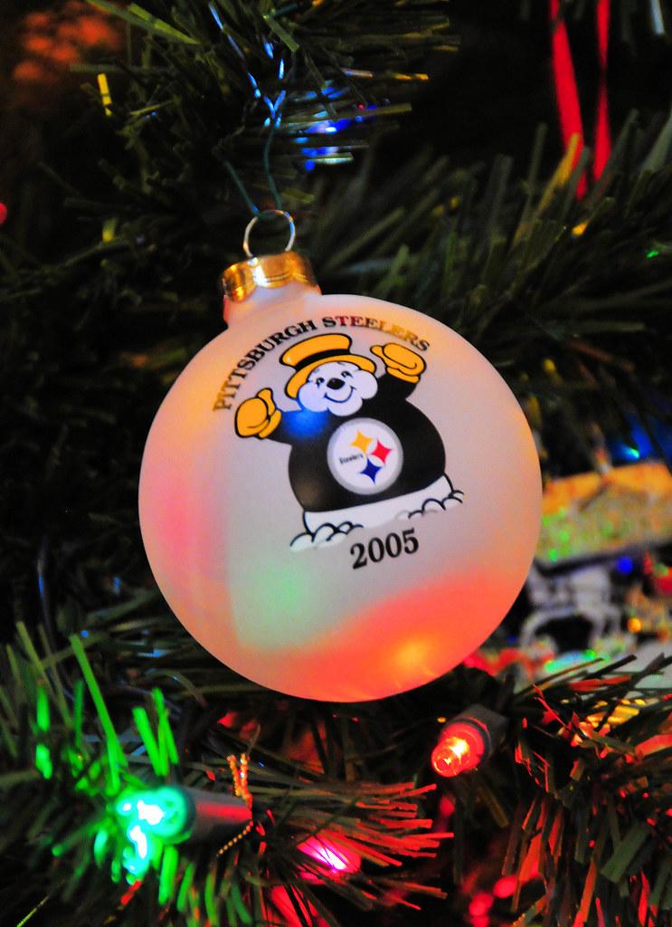 00048d35 Christmas 2010 - Pittsburgh Steelers Christmas tree orname…   Flickr
