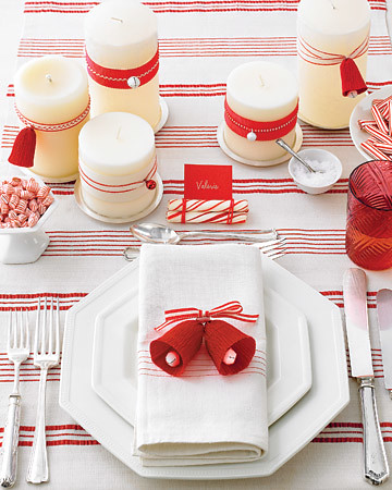 martha-stewart-red-and-white-christmas-table-setting | by Proper Hunt