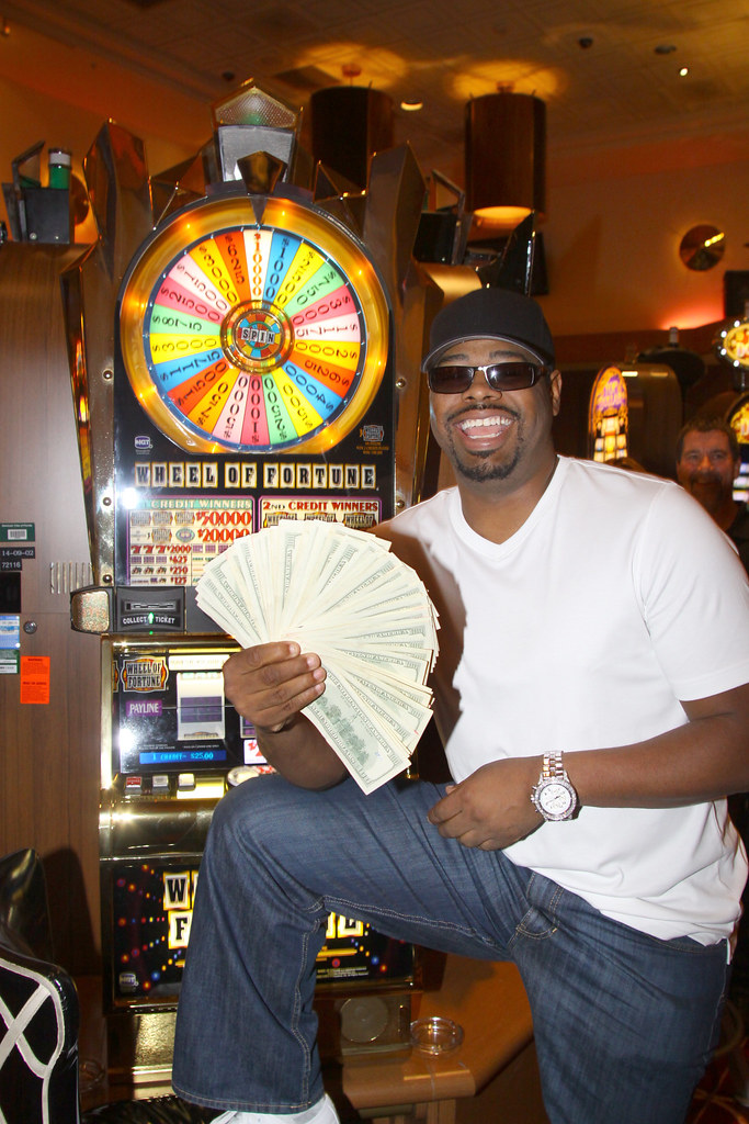 Nathan Morris of Boyz II Men hit a $10,000 jackpot at Semi… | Flickr