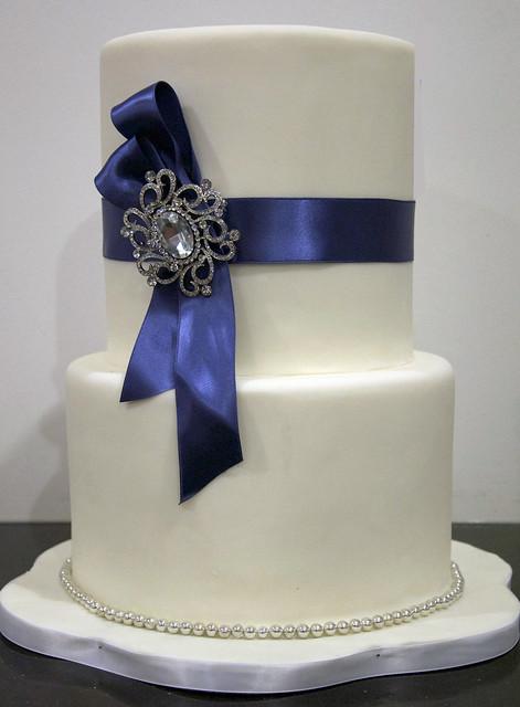 W9008 - simple wedding cake