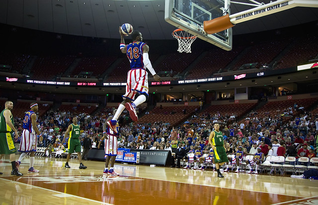 Globetrotters High Flying Slam Dunk