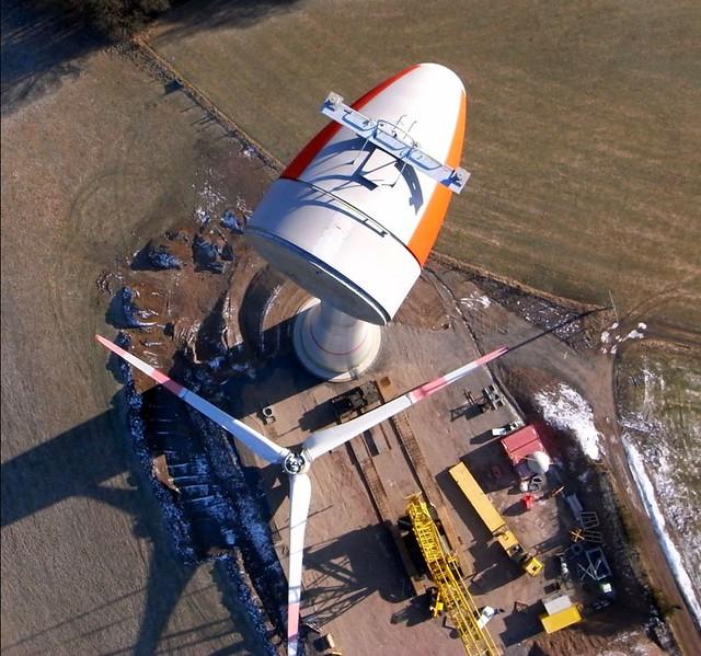 E82 Enercon - Senkrecht über dem Generator der Windturbine -  Fotodrachen Luftbild - KAP = Kite-Aerial-Photography vom Windrad Lauperath/Eifel
