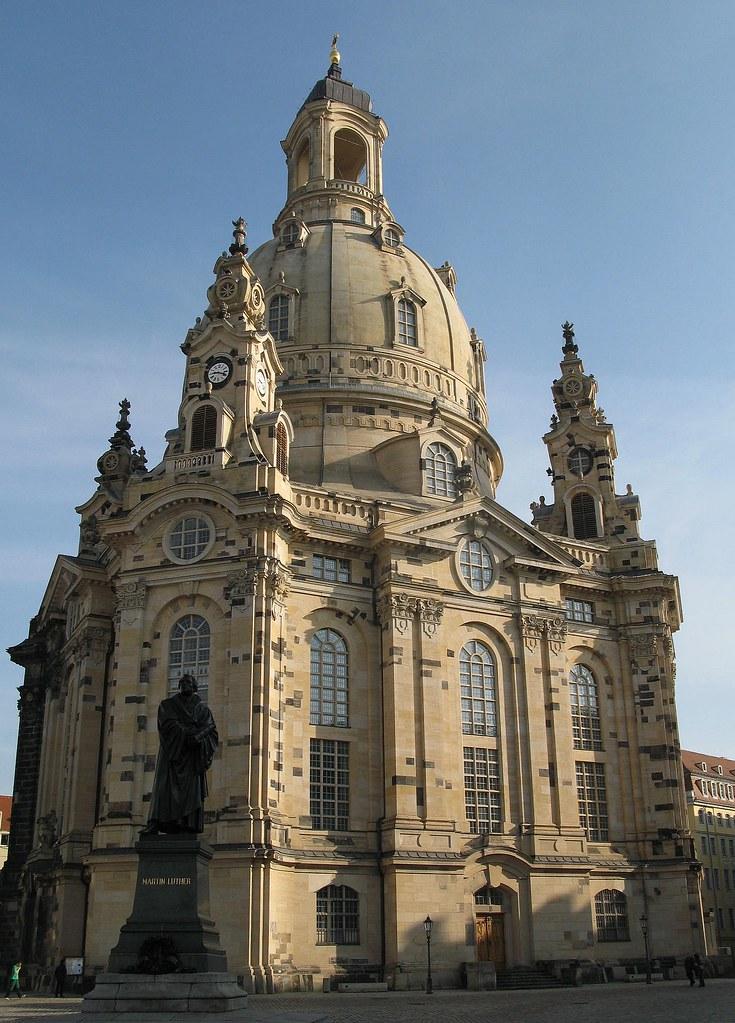 Dresdner Frauenkirche | Die Dresdner Frauenkirche blickt