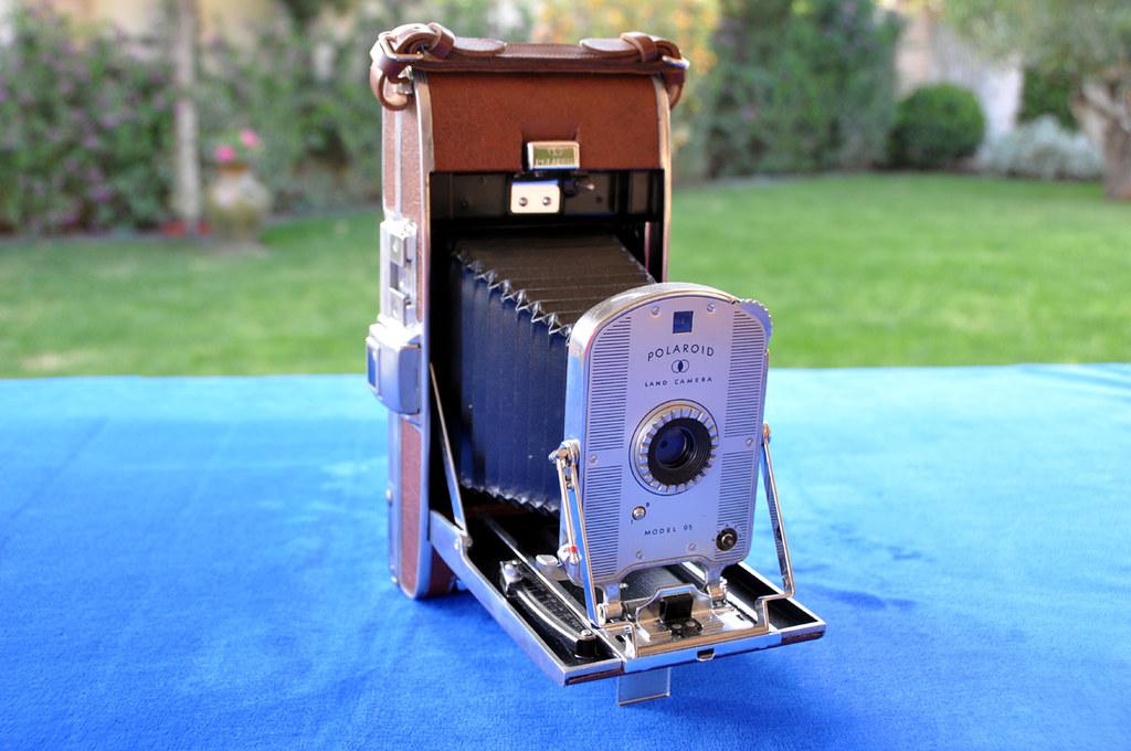 1948: LAND CAMERA MODEL 95. Polaroid Corporation, Cambridge. Massachussetts, USA.