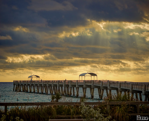 ocean morning sun beach clouds sunrise pier fishing waves florida cloudy peekaboo boardwalk sunrays lakeworth lakeworthbeach topazlabssoftware topazplugins