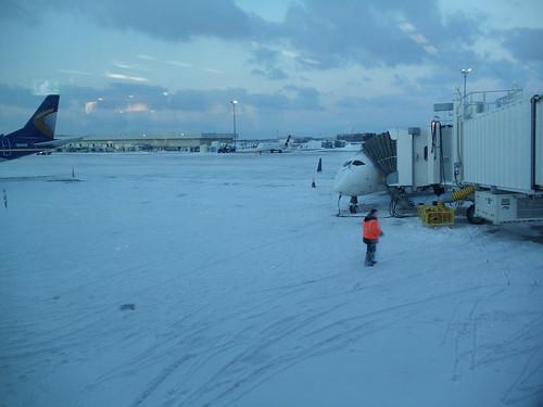 grr grandrapids michigan sunrise airport winter snow mi tarmac deicing