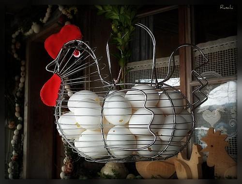 flowers chicken schweiz switzerland blumen eggs wreaths hühner easterbunnies eier osterhasen brestenegg ruschie eierkränze