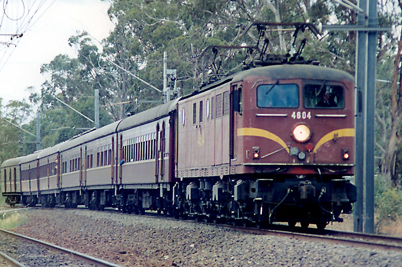 4604 travels south out of Campbelltown by Corey Gibson