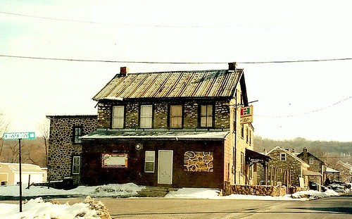 old stone bar vintage hotel antique colonial landmark historic nikonf100 pa tavern tinroof berkscounty pennsylvaniadutch stagecoachstop nativestone fleetwoodpa walnuttownroad crisscrossroad walnuttownpa ruscombmanortownship crisscrosshotel