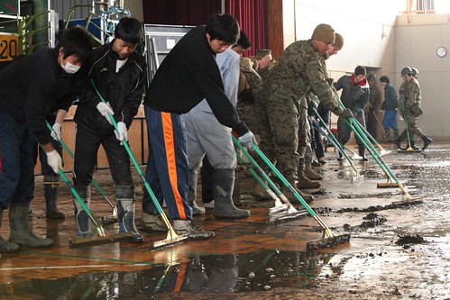 Marines work with Japanese to clean school