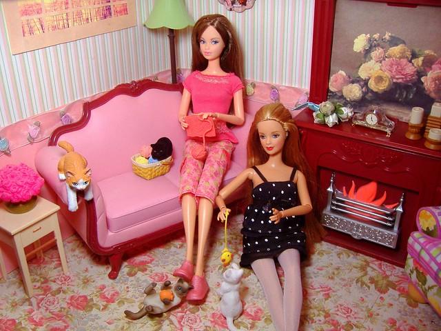 Rement knitting & kittens scene #2