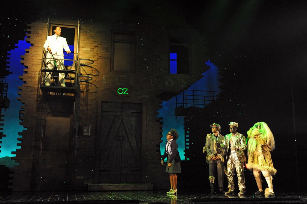 The Wiz - Dorothy (Treyc Cohen), Scarecrow (Wayne Robinson